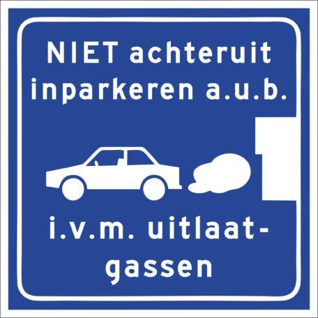 vooruit inparkeren i.v.m. uitlaatgassen