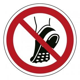 geen schoenen met metalen noppen dragen
